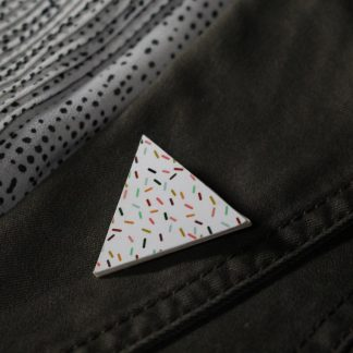 Broche maxi triangulaire- Motif Confettis, Blanc