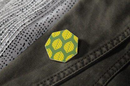 Broche maxi hexagonale - Motif Sylvia, Vert et jaune