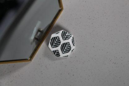 Broche mini hexagonale - Motif Sylvia, Noir et blanc