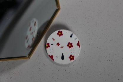 Broche maxi ronde- Motif Fleuri, Blanc