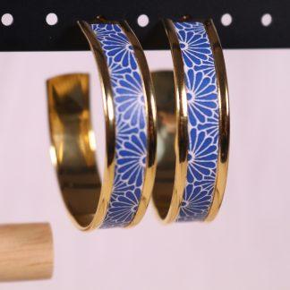 Boucles d'oreilles motif japonais bleu fleurs